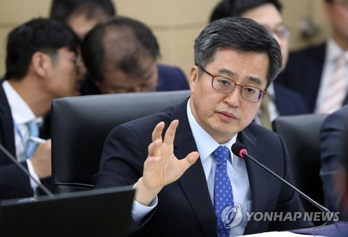 S. Korea expects improvement in relations with China following currency swap