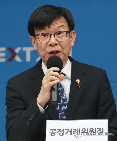 Antitrust chief urges voluntary change of conglomerates