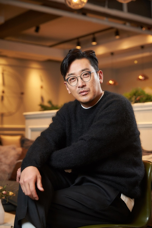 (Yonhap Interview) Actor Ha Jung-woo competes against himself in year-end box office race