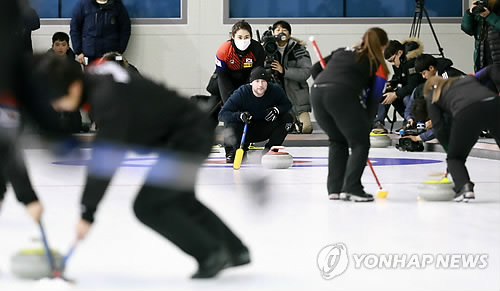 (Yonhap Interview) S. Korea's nat'l curling team advisor optimistic on medals