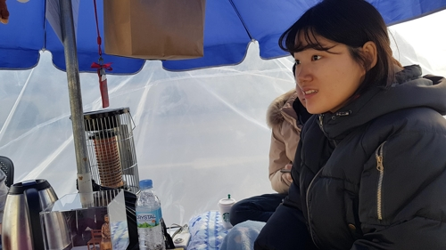 (Yonhap Feature) Young Koreans brave winter chill in protest at Japan's lack of repentance over sex slavery