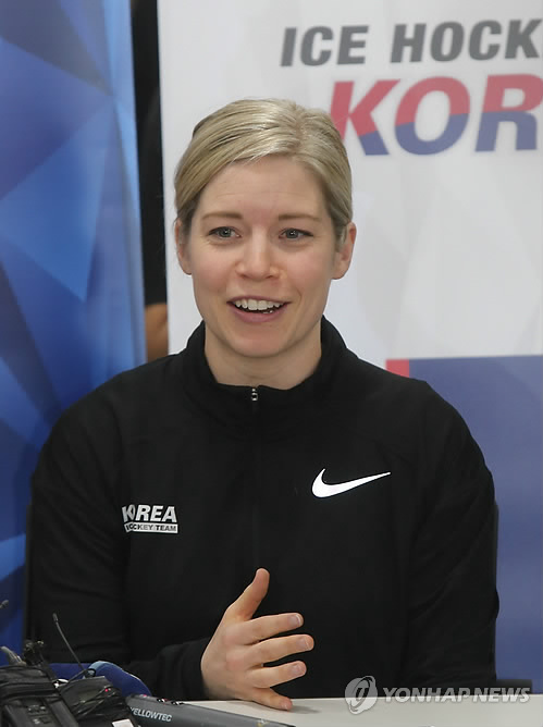 (LEAD) Women's hockey coach has 'mixed feelings' over joint Korean Olympic team