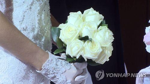 (Yonhap Feature) More couples seek small, practical wedding ceremonies