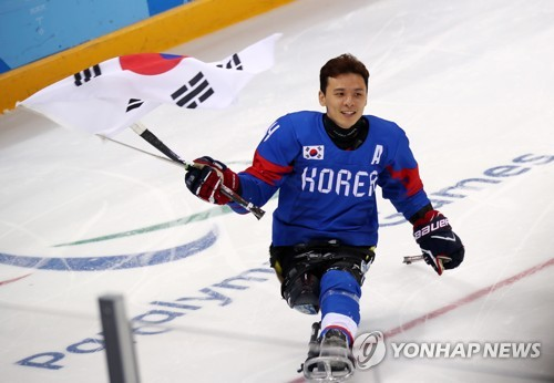 S. Korean ice sledge hockey forward devotes Paralympic bronze to late father