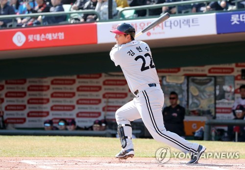 Ex-MLB outfielder Kim Hyun-soo ready to hit anywhere in new club's lineup