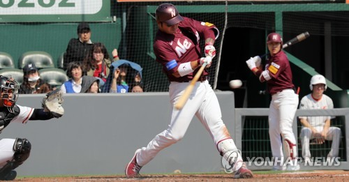 Slugger hoping to turn back clock in 2nd tour of duty with S. Korean club