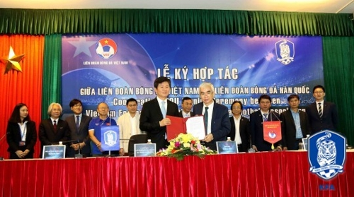 S. Korea, Vietnam sign MOU on football exchange