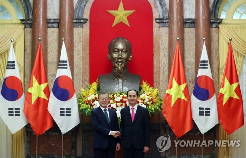 (LEAD) Leaders of S. Korea, Vietnam agree to boost trade, bilateral cooperation