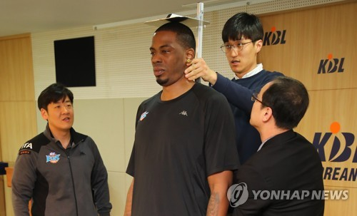 (Yonhap Feature) S. Korean basketball league's height limit draws controversy, laughs