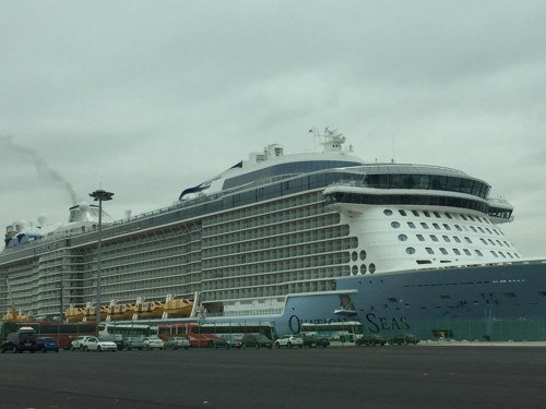 (LEAD) Thousands of cruise passengers from Singapore, Taiwan visit S. Korea