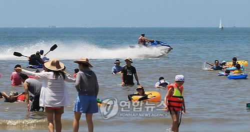 '가까운 섬서 물놀이 즐기세요' 인천해수욕장 개장