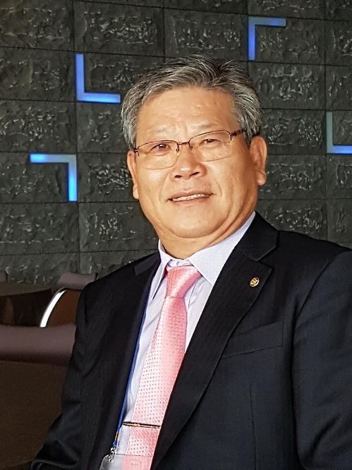 <사람들> 윤상식 필리핀 '망고장학회' 이사장