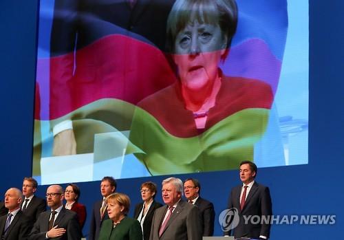 """메르켈, 기민당에 """"나 좀 도와줘, 이건 잘못된 거야"""""""