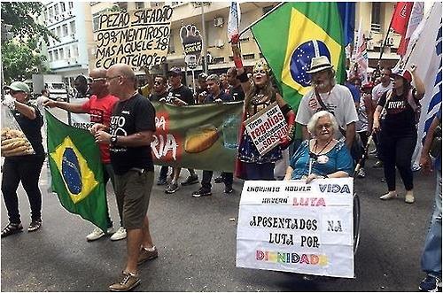 """브라질 60여개 도시 재정 비상…""""월급 주기도 어려워"""""""