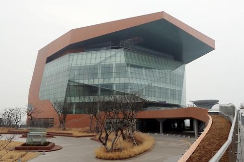 시드니 오페라하우스 우습게 보더니…인천 아트센터 '차일피일'
