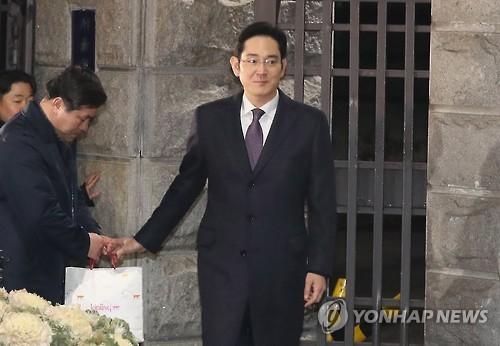 """이재용, 밤샘후 곧장 출근 '체력과시'…삼성 """"연출 아니다"""""""