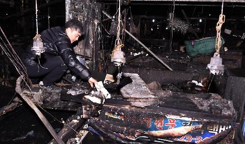 여수수산시장 화재 수습 '속도'…폐기물처리 계약