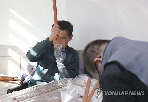 """19년 '축사노예' 가해자 징역3년…法 """"엄단"""" 여론은 """"솜방망이"""""""