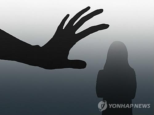 """""""강아지 털 털어주겠다""""…초등생 추행 50대 징역 4년"""