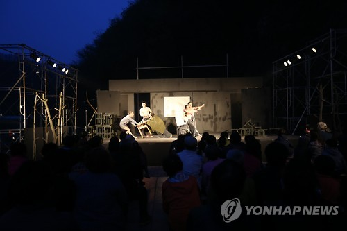 배우가 된 농부…귀촌 대학로극장-지역주민 첫 '콜라보무대'