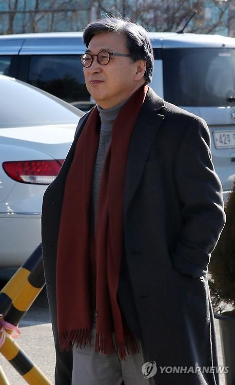"""'구속' 이재용 면회한 삼성 임원 """"부회장님 식사 잘하고 계신다""""(종합)"""