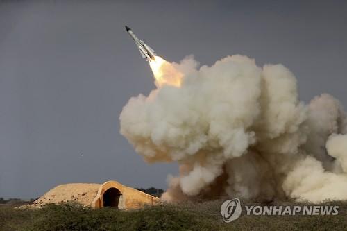 """이란 정예군, 다음주 대규모 지상군 훈련…""""정밀 로켓포 발사"""""""