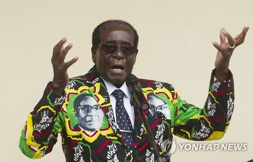 """93세 짐바브웨 대통령 내년 대선 도전 시사…""""대체자 없다"""""""