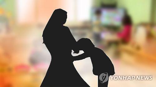 """""""스트레스 풀려고 외출""""…7살 딸 방치한 30대 어머니 적발"""