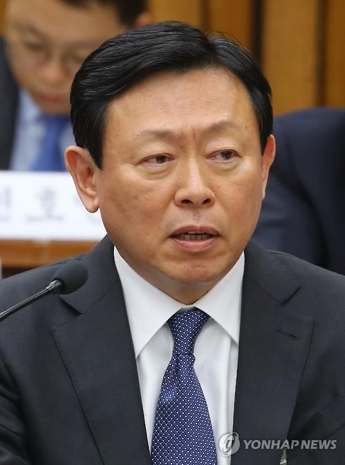 신동빈, 롯데 조직쇄신 단행…투명경영과 사회공헌에 무게
