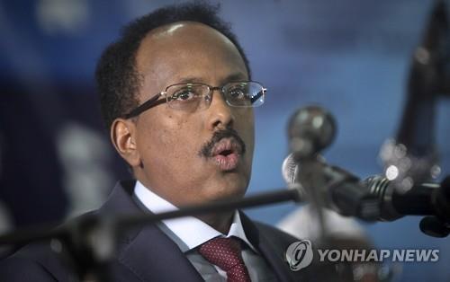 소말리아 새 대통령, 테러 우려로 경비 삼엄한 공항서 취임식