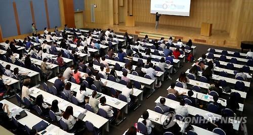 해외연수·노트북·등록금까지…대학 신입생 확보 총력전