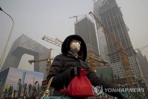 """중국인 10명중 7명 """"스모그·대기오염 때문에 불편"""""""