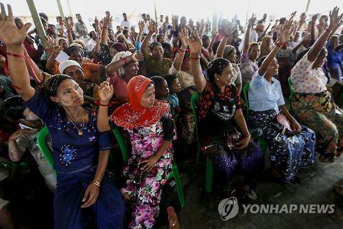 """코피 아난 """"미얀마, 난민캠프에 갇힌 로힝야족 자유 보장해야"""""""