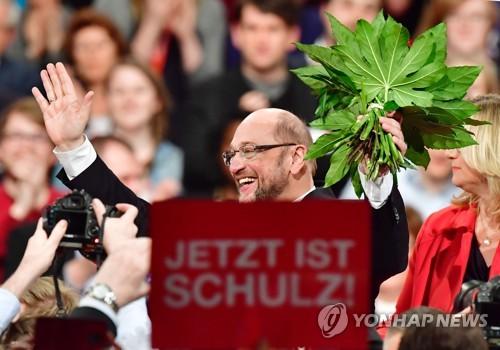 獨 사민당 '메르켈 대항마' 슐츠 100% 지지