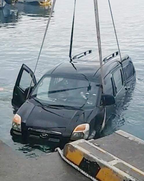 서귀포 운진항에 차량 추락…운전자 탈출했으나 숨져