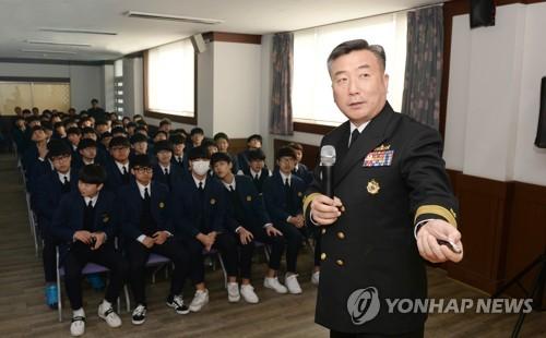 해군 1함대 사령관, 천안함 용사 모교에서 안보교육