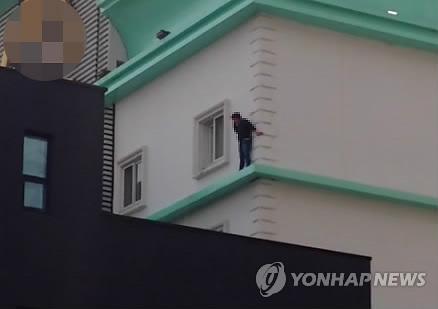 천안 모텔서 방화추정 불…여성 1명 사망