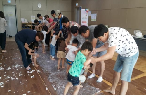 아기와 잘 노는 아빠가 되려면…서울시 아빠 놀이교실