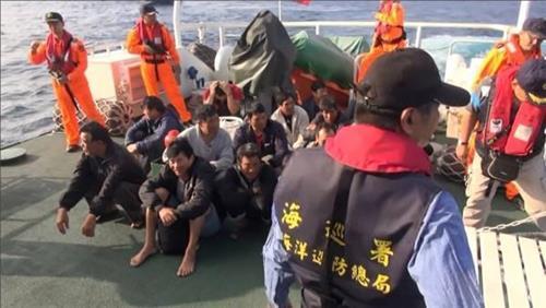 대만, 남중국해 조업 홍콩어선 나포…중국선원 20명 압송