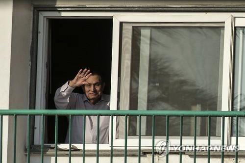 '아랍의 봄' 축출 무바라크 前이집트 대통령 구금 6년만에 석방(종합)