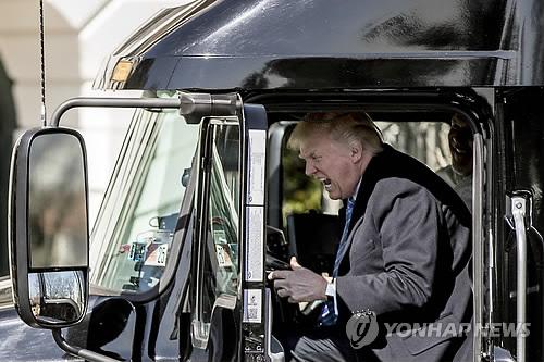 '위기의 남자' 트럼프…건보법·反이민·대법관 잇달아 '제동'
