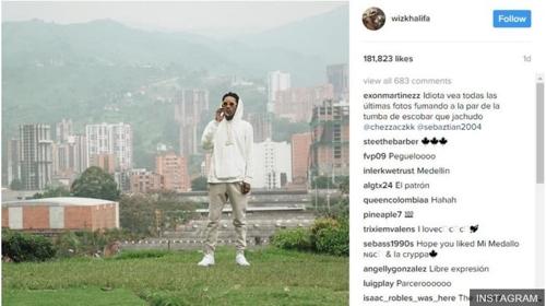 美유명 래퍼 마약왕 에스코바르 무덤서 인증샷…콜롬비아 '공분'