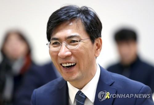 """안희정 """"저는 호감도 높은 가장 확실한 정권교체 후보""""…TV토론"""
