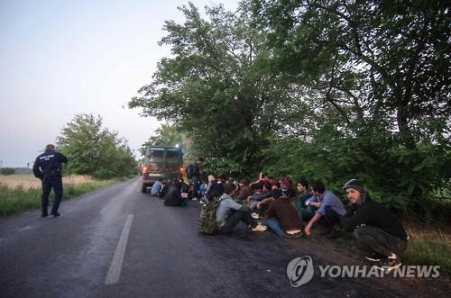 헝가리 컨테이너 난민 캠프 완공…국제협약 위반 논란