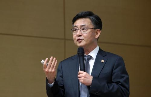 """홍용표 """"김정남 암살, 北 향해 강한 목소리 내는 데 도움"""""""