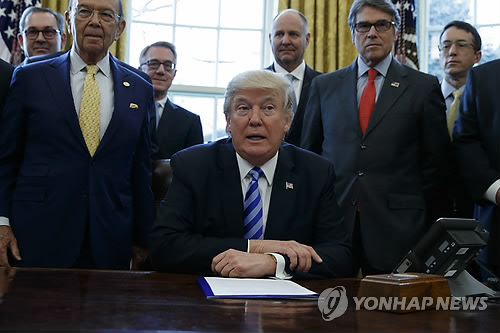 '석유공룡' 엑손모빌, 트럼프에 파리협약 고수 요청