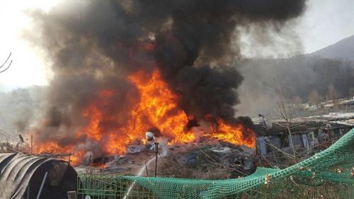 강남 구룡마을에서 1시간 넘게 불…인명피해 파악중