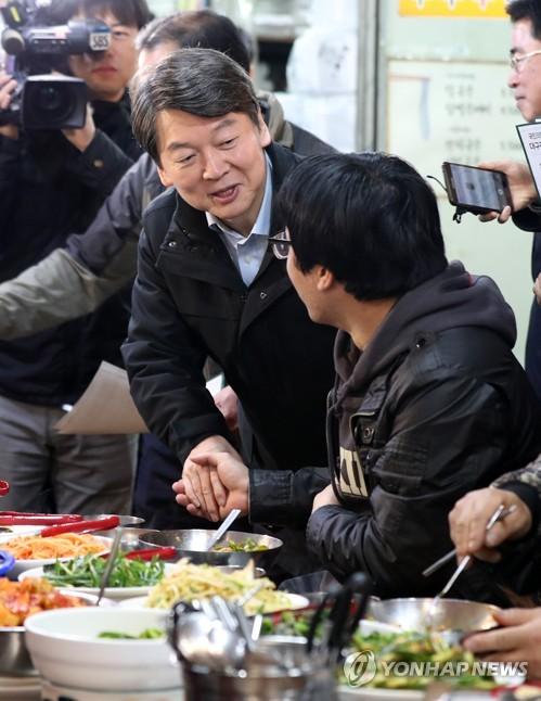 """'2위 탈환' 안철수 """"일희일비 안해…孫·朴과 정권교체"""""""