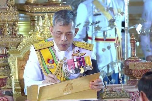 마하 와치랄롱꼰 태국 국왕 20번째 헌법 반포