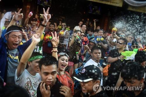 태국 신년 물축제 '송끄란' 사건사고로 얼룩…167명 사망